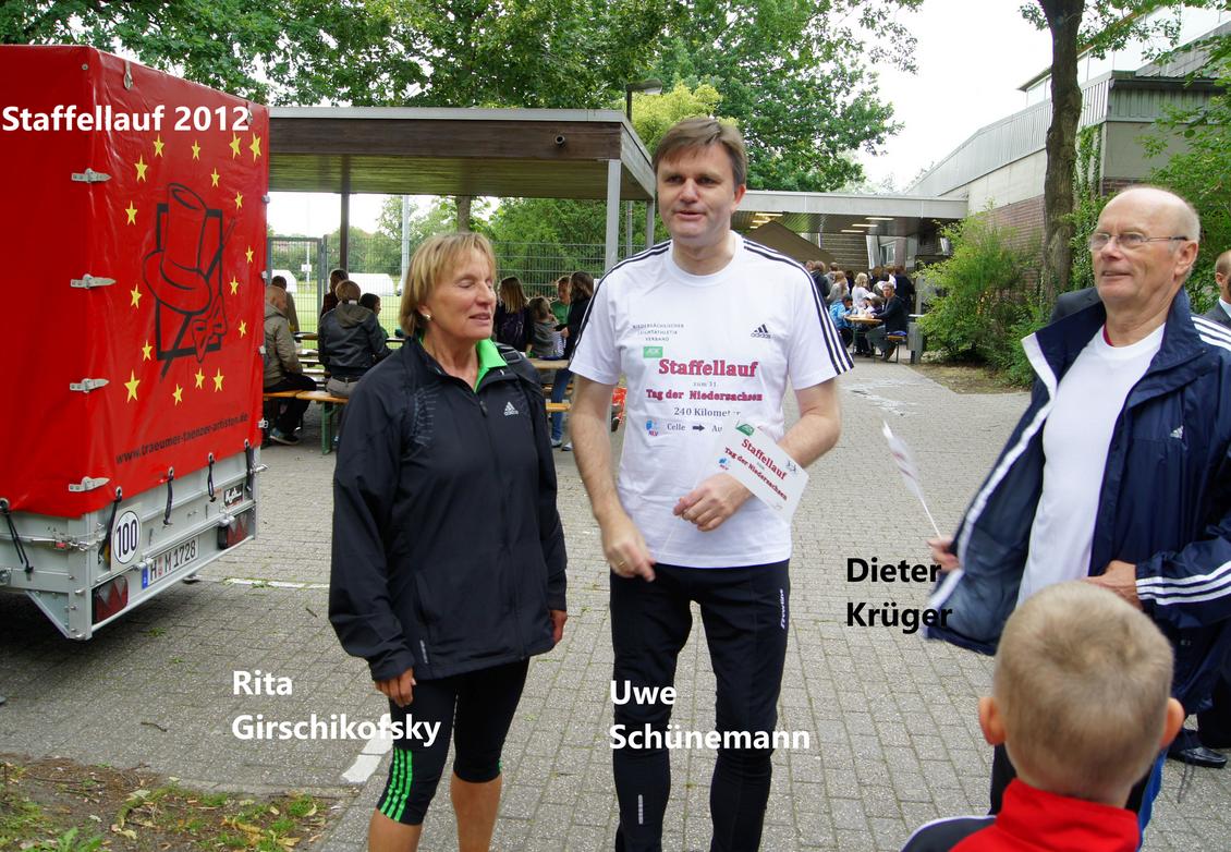 2012: Staffellauf zum Tag der Niedersachsen mit NLV-Präsidentin Rita Girschikofsky und dem Nds. Innenminister Uwe Schünemann, jetziger NLV-Präsident