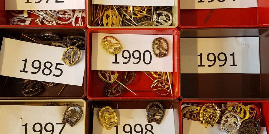 1970-2002: DLV- und NLV-Ehrenadeln