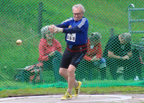 Horst Baumgarten stellte mit 34,37 m einen neuen Landesrekord im Hammerwurf M85 auf (Foto: M. Spittler)