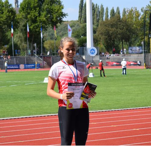 Medaillenregen bei U16 DM -  Gold für Johanna Paul über 80 Meter Hürden